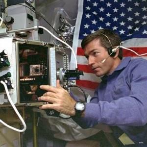 Astronauta de la NASA portando un Casio G-Shock DW-5600E